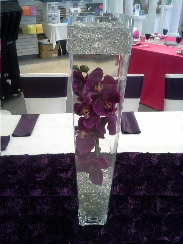 Where to find CENTERPIECE GLASS VASE SQUARE in Mentor