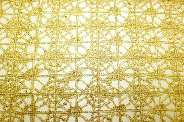 Where to find LINEN SUN TABLE RUNNER CHEM LACE GLD in Mentor